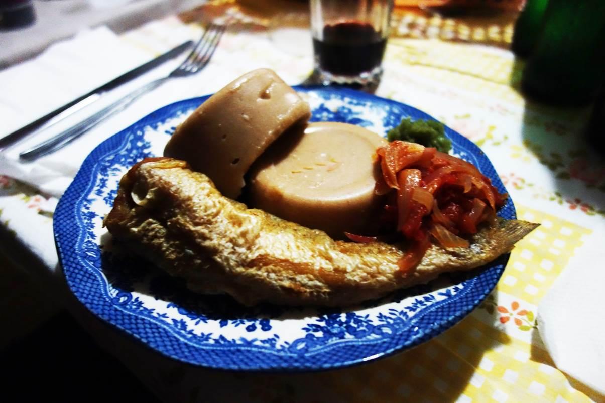 Amiwo (pâte rouge) et poisson