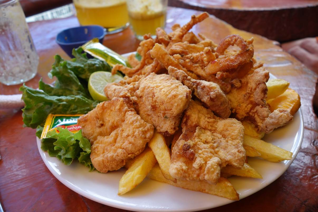 Chicharon de pollo y pescado