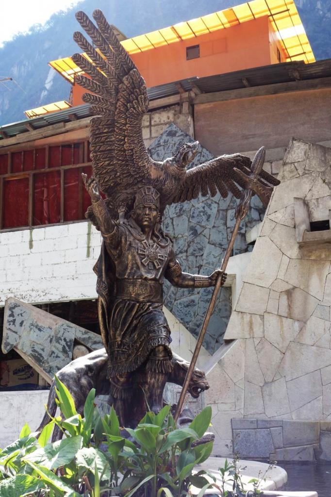Statue Inca - Aguas Calientes