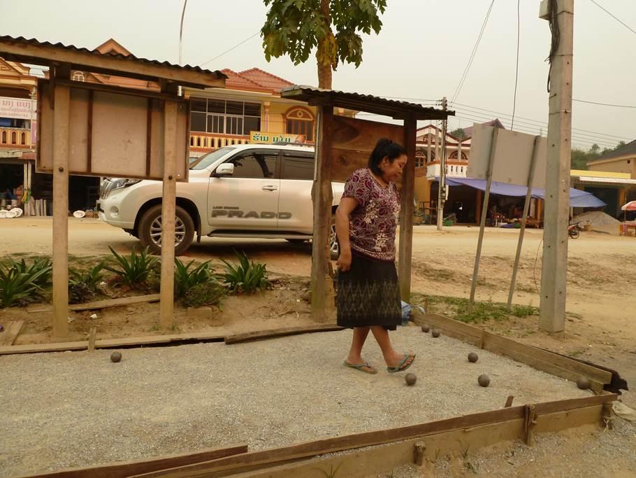 Partie de pétanque - Vieng Thong